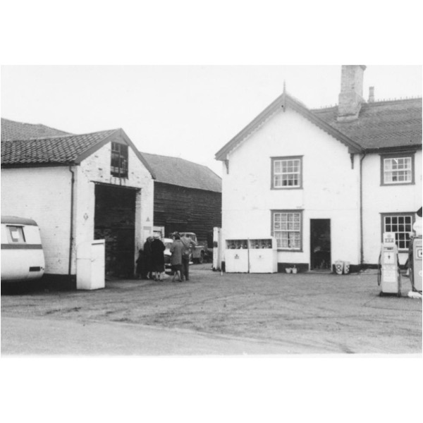 Lion Inn/Garage (The)