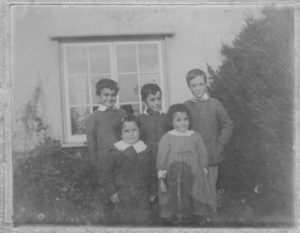 Manning family 1903, Oak Lane: Frank - Percy - Albert // Bob - Rosalie (m. Fred Rice) Frank and Albert were killed in WW1